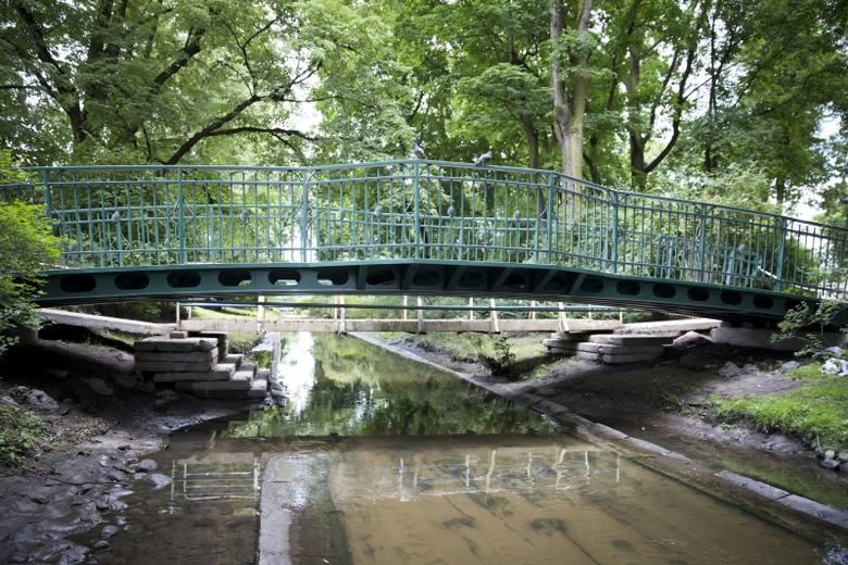 Nowa kładka ma być oddana do użytku za dwa tygodnie. Jest szersza niż poprzedni drewniany mostek. Wykonana jest z konstrukcji stalowej. Ma też specjalne