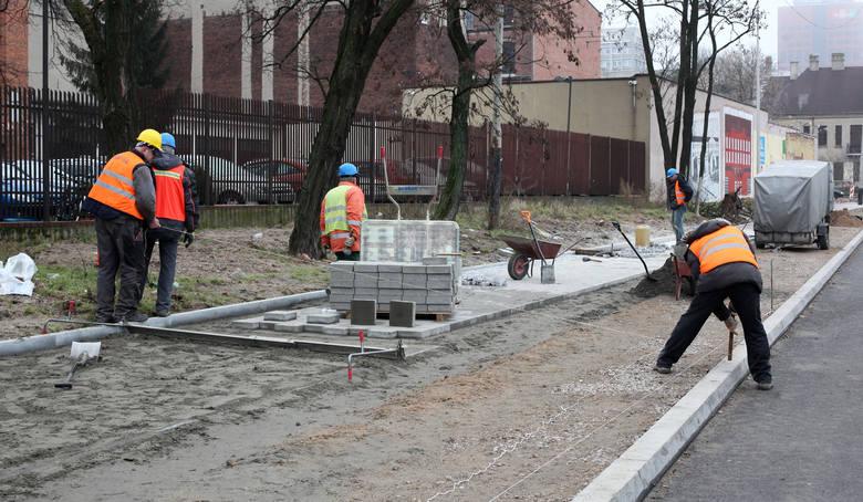 """Akcja """"PRO100 chodnikiem"""" 2015. Nowe chodniki na 50 ulicach [ZDJĘCIA, MAPA, LISTA]"""