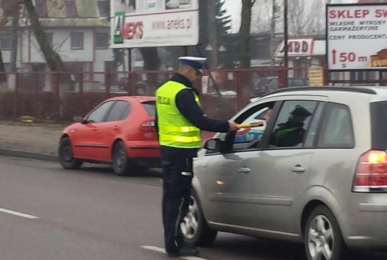 Policja zatrzymała do kontroli 600 kierowców (zdjęcia)