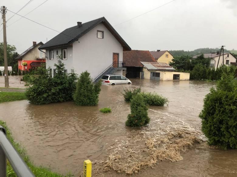 Powódź w Małopolsce. Kilkadziesiąt osób ewakuowanych. Woda wdarła się nawet do szpitala