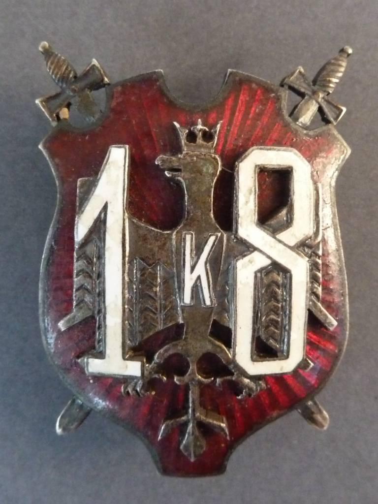 Odznaka 18 Dywizji Piechoty z okresu międzywojennego, z zaznaczoną literą K na cześć gen. Krajowskiego. Odznaka ze zbiorów autora
