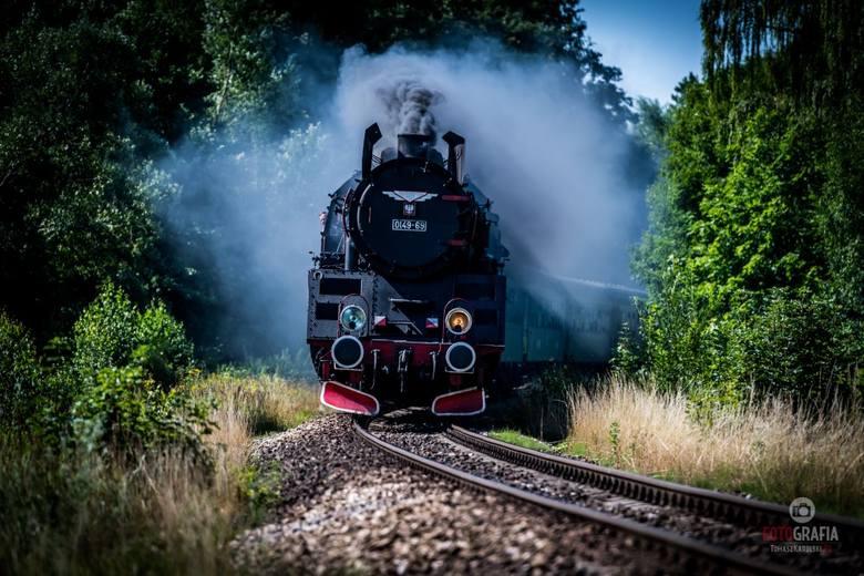 Każdy, kto szuka okazji do odbycia niezapomnianej, klimatycznej wycieczki, może wsiąść do zabytkowego pociągu, który już niebawem wyrusza w długą tr