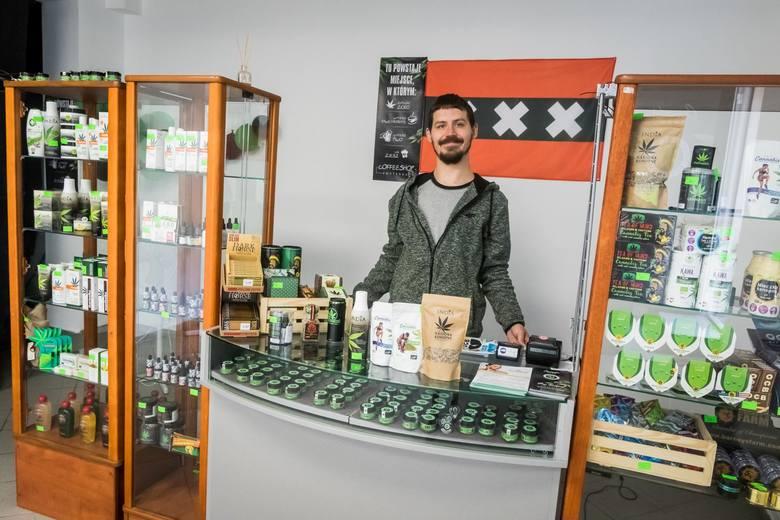 W Bydgoszczy powstaje pierwszy legalny coffee shop. Można kupić susz z konopi, ale też oleje, żele kojące, a nawet ciasteczka z marihuaną o obniżonej