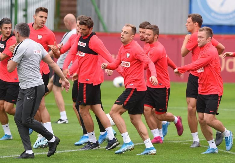 W poniedziałkowym meczu reprezentacji Polski z Austrią selekcjoner Jerzy Brzęczek zdecydował się wystawić w pierwszym składzie aż siedmiu zawodników