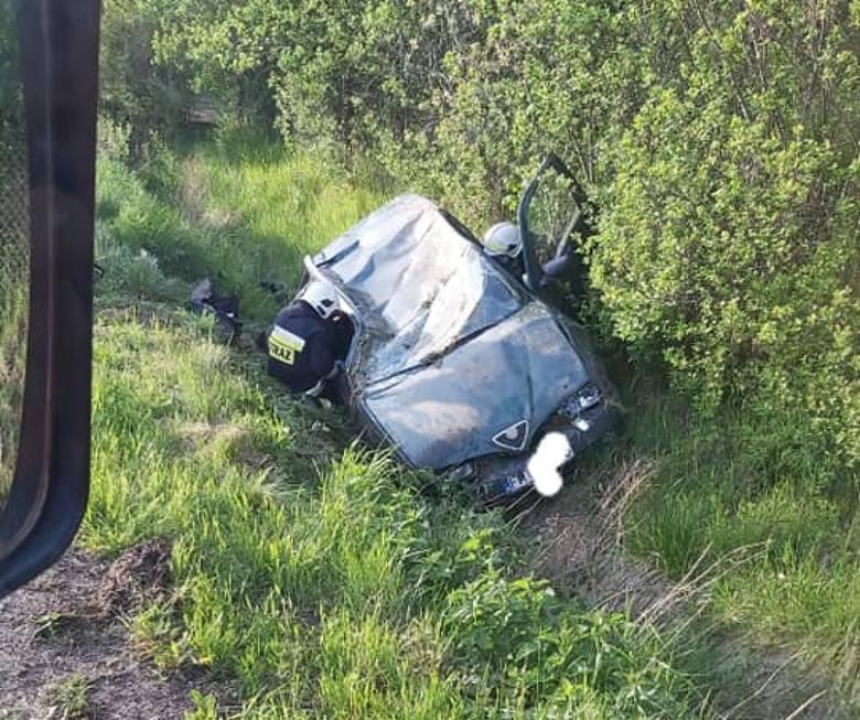 Dachowanie w Kiezmarku! Kierowca był pijany. Rannych transportował śmigłowiec LPR