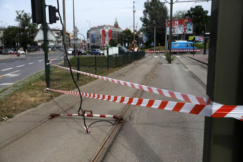 Kraków. Rozpoczęła się wymiana szyn na rondzie Matecznego