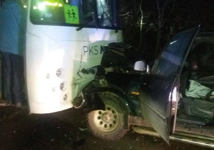 Czarna Białostocka. Groźny wypadek. Autobus zderzył się z daewoo. W środku były dzieci