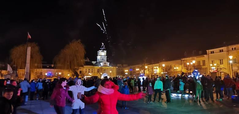 Tak nowy, 2020 rok witali w rynku mieszkańcy Grójca!