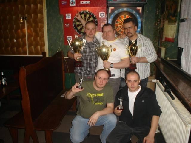 Najlepsza piątka SL RZESZÓW 2010/11 Stoja od lewej: Paweł Schab, Wojciech Baran, Roman Buż, klęczą: Dariusz Furman, Krzysztof Furman.