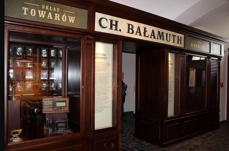 3.<br /> Sklep Żyda Bałamutha<br /> Wadowice Karola Wojtyły to świat dwóch przenikających się kultur i religii, stąd w Małej Ojczyźnie ekspozycja poświęcona wadowickim Żydom, którzy przed wojną stanowili ok. 20 proc. mieszkańców miasta. W sali zaprojektowanej jako przedwojenny sklep Chiela...