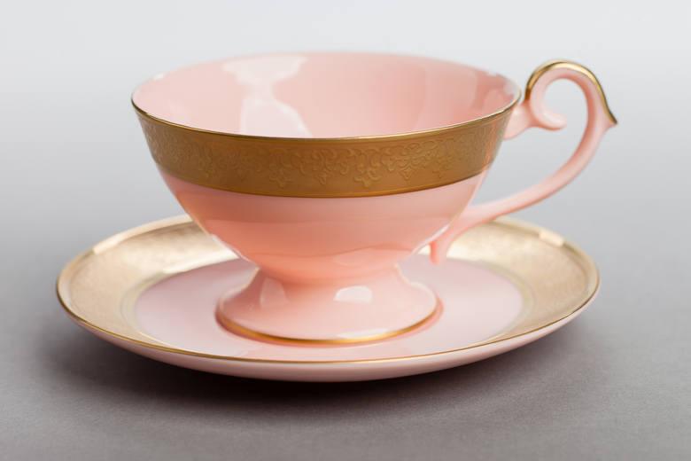 Nasze Dobre Świętokrzyskie 2015. Prezentacja produktów i usług Filiżanki z różowej  porcelany Wykonane przez Fabrykę Porcelany AS Ćmielów według oryginalnej,