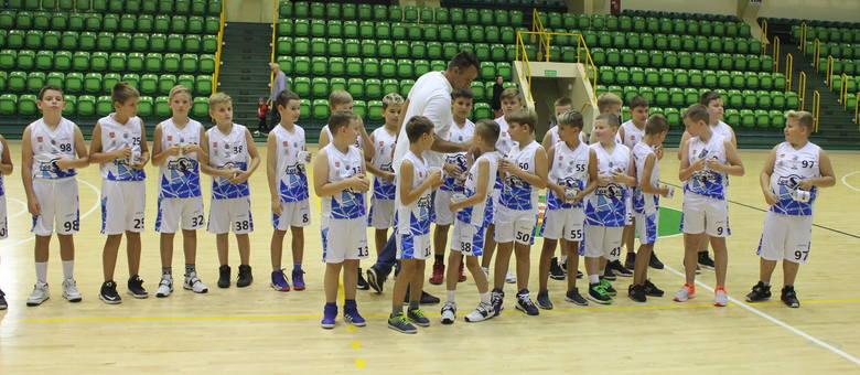 Podczas gali w hali widowiskowo-sportowej, odbyła się prezentacja Kujawskiego Stowarzyszenia Koszykówki Noteć Inowrocław - zawodników i sztabu szkoleniowo-medycznego,