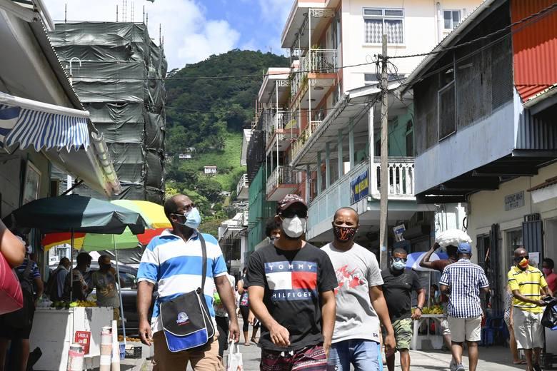 Seszele: Jedyny kraj na świecie, który zaszczepił największą część społeczeństwa, wraca do blokad, bo wirus znów atakuje