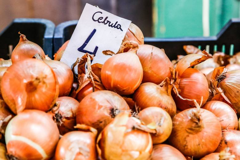 Z kolei najbardziej potaniały ziemniaki – o 34%. Za nimi jest cebula ze spadkiem o 28,3%, a także kapusta – 24%. Jak wyjaśnia Mariusz Dziwulski, ekspert