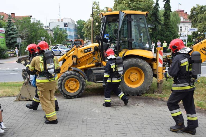 Tarnobrzeg. Koparka uszkodziła rury sieci gazowej i wodociągowej. Na szczęście to były tylko ćwiczenia (ZDJĘCIA)