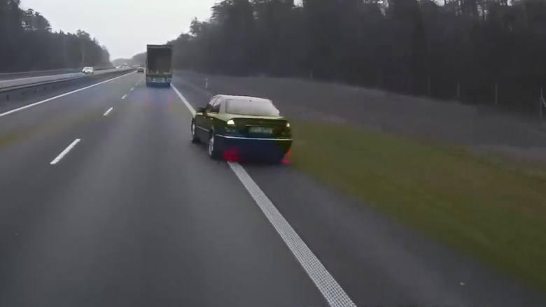 Szeryf drogowy blokował ruch na autostradzie A4 w rejonie Opola. Zobacz wideo [OPOLSKI PIRAT]