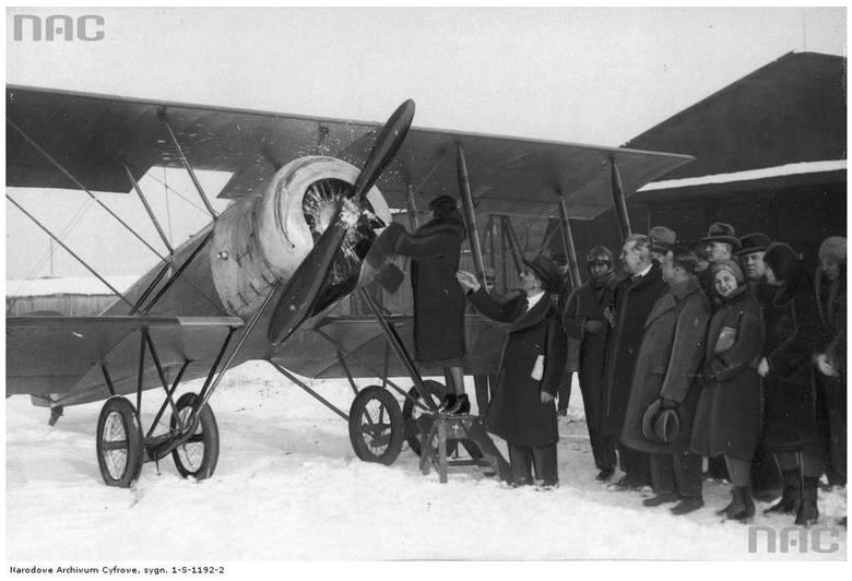 Przekazanie płatowca sekcji treningowej Klubu Lotników - 1931 rok