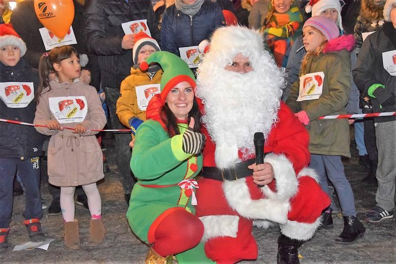 W czwartek, 6 grudnia, na placu ratuszowym odbył się II Rodzinny Bieg Mikołajkowy, zorganizowany przez Klub Sportowy Herosi przy wsparciu Ośrodka Sportu
