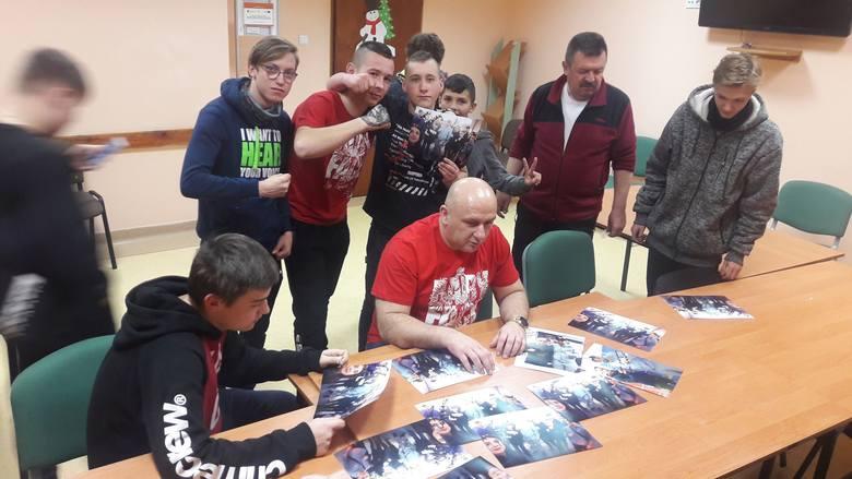 Jaciążek. Spotkanie profilaktyczne w Ośrodku Szkolenia i Wychowania OHP Jaciążek z Piotrem Zagajewskim