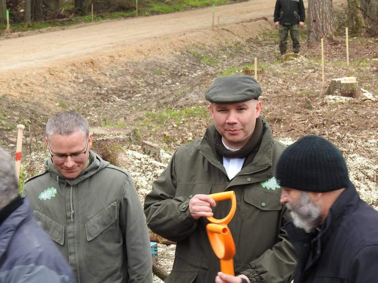 Sadzenie drzew wyglądało jak czyn społeczny w PRL-u. Oprócz leśników, brali w nim udział m.in. strażacy