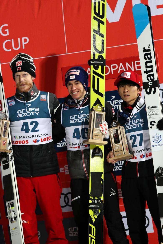 Medaliści PŚ Zakopane 2019, od lewej: Robert Johansson, Stefan Kraft i Yukiya Sato