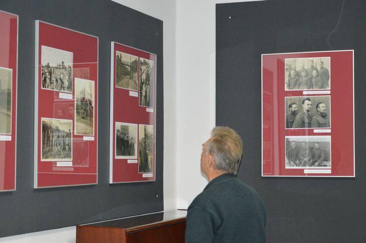 Wernisaż wystawy fotografii w Miejskiej Bibliotece Publicznej [ZDJĘCIA]