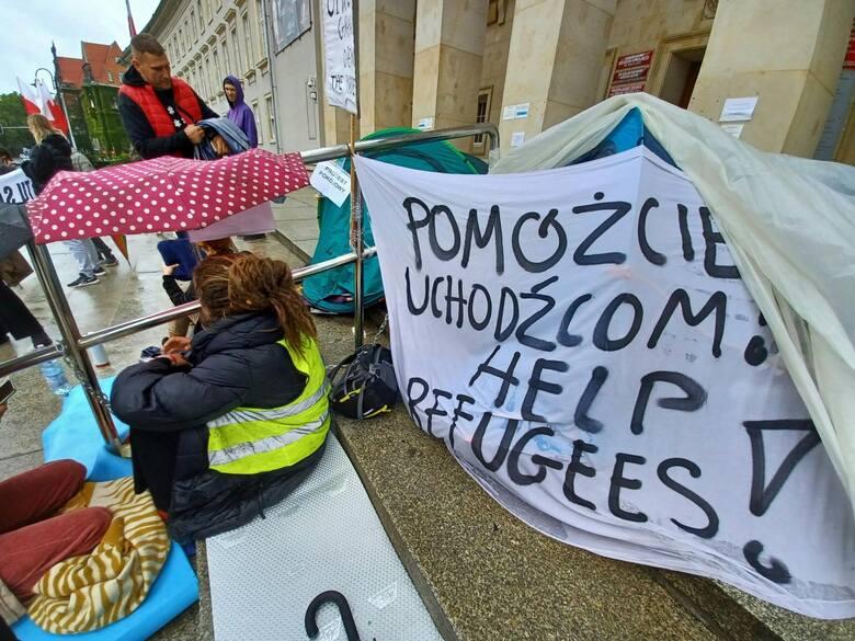 Militaryzacja granic przy jednoczesnym braku polityki migracyjnej tylko wzmacnia przemyt i sprawia, że codziennie ginie więcej osób. W Polsce jeszcze