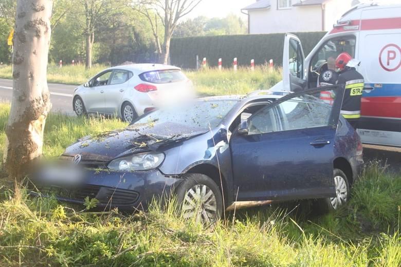 W niedzielę rano mężczyzna wjechał autem w drzewo na drodze niedaleko Mścic. Kierowca trafił na badania. Już wiadomo jednak, że był nietrzeźwy.Zobacz