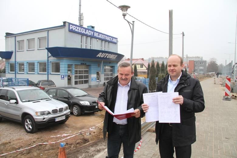 """Właściciele Stacji Kontroli Pojazdów """"AutoMix"""" pokazują, że już udało im się zebrać 50 podpisów pod protestem."""