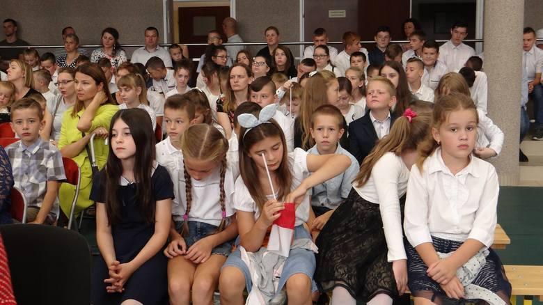 Stary Szelków. Uroczyste rozpoczęcie roku w Szkole Podstawowej im. Janusza Korczaka w Starym Szelkowie. 2.09.2019