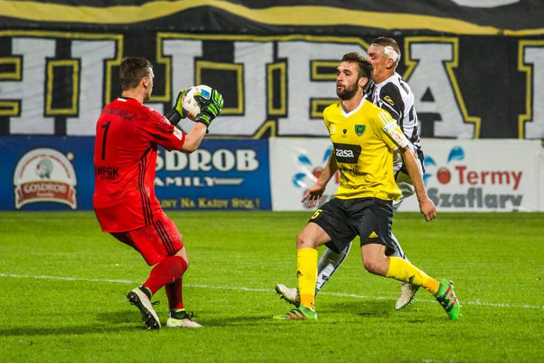 Bramkarz lidera 1 ligi w spotkaniu z Olimpią Grudziądz wiele pracy co prawda nie miał, ale pozwolił GKS-owi zachować skromne prowadzenie 1:0 do końca