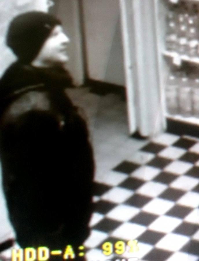 Policjanci poszukują sprawcy oraz świadków zdarzenia, do którego doszło w Białymstoku w październiku ubiegłego roku.