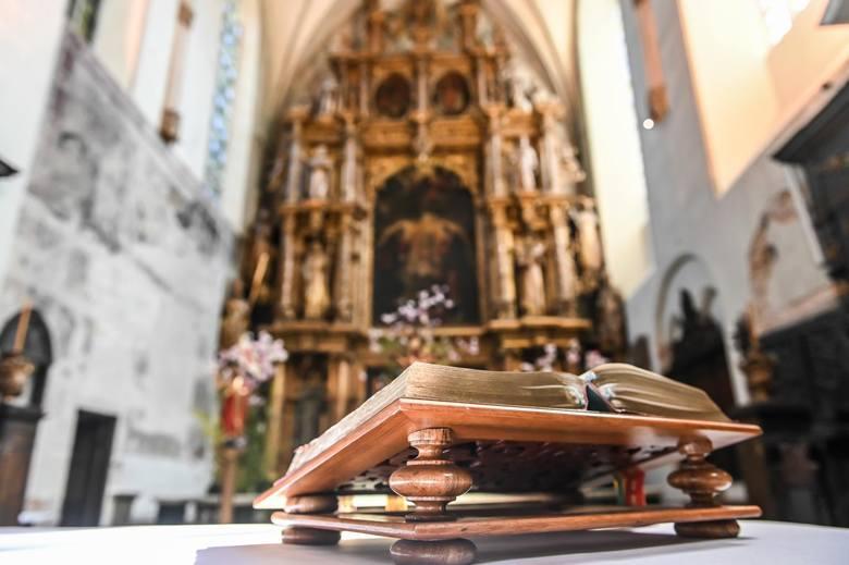 Z roku na rok jesteśmy coraz bardziej hojni i więcej przeznaczamy na potrzeby kościoła. Kościół nie zawsze na tym zyskuje, bo przecież wiernych jest
