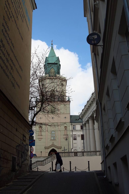 Wieża Trynitarska bez oświetlenia. Zabłyśnie znowu po wymianie reflektorów
