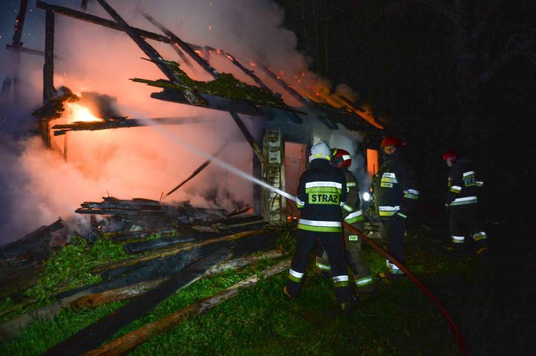 W poniedziałek chwilę przed godz. 21 straż pożarna w Przemyślu odebrała zgłoszenie o pożarze w Korytnikach. Wyjechały dwa zastępy PSP, dwa zastępy OSP