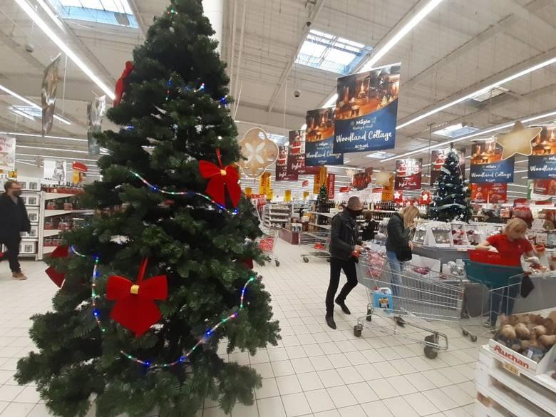 Który sklep w Polsce jest najtańszy? Gdzie za zakupy zapłacimy najmniej? Wyniki mogą zaskoczyć.Zobacz na kolejnych slajdach sklepy od najdroższego do