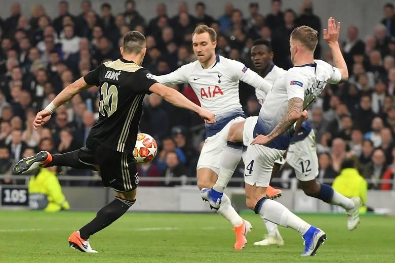 Christian Eriksen (Tottenham) - Duńczyk, 27 lat, ofensywny pomocnik David Silva (Manchester City) - Hiszpan, 34 lata, środkowy pomocnik Willian (Chelsea)