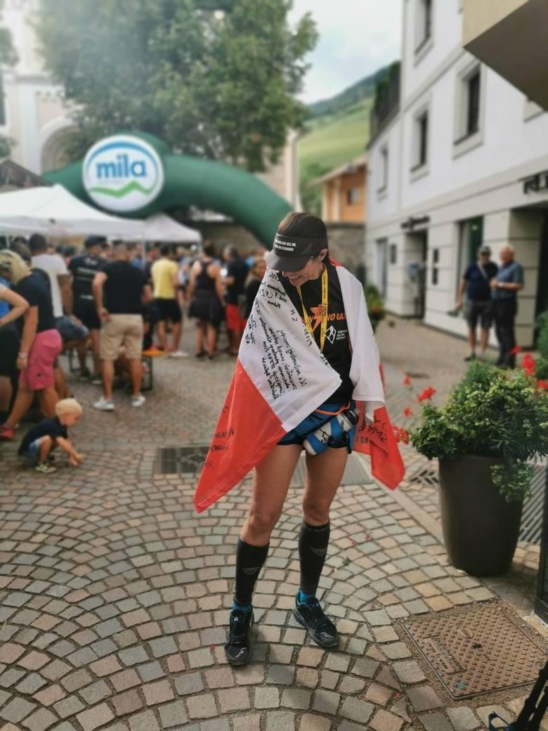Beata Kopaczyńska ukończyła m.in. jeden z najcięższych ultramaratonów górskich - Alpen SudTirol Ultra Skyrace, na dystansie 42 km. Na mecie zameldowała się z parą Polaków i polską flagą. - To było niesamowite uczucie, które zapamiętam chyba do końca życia – wspomina zielonogórzanka.