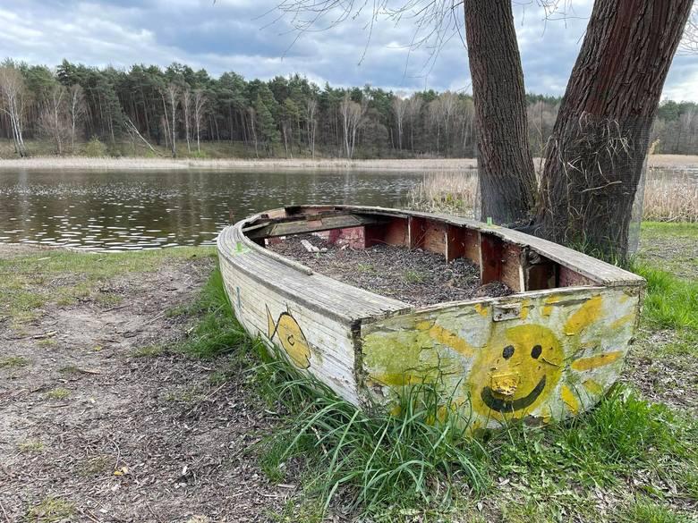 Osada Cibórz leży nad jeziorem Ciborze, powstała w latach 30. ubiegłego wieku jako koszary wojskowe