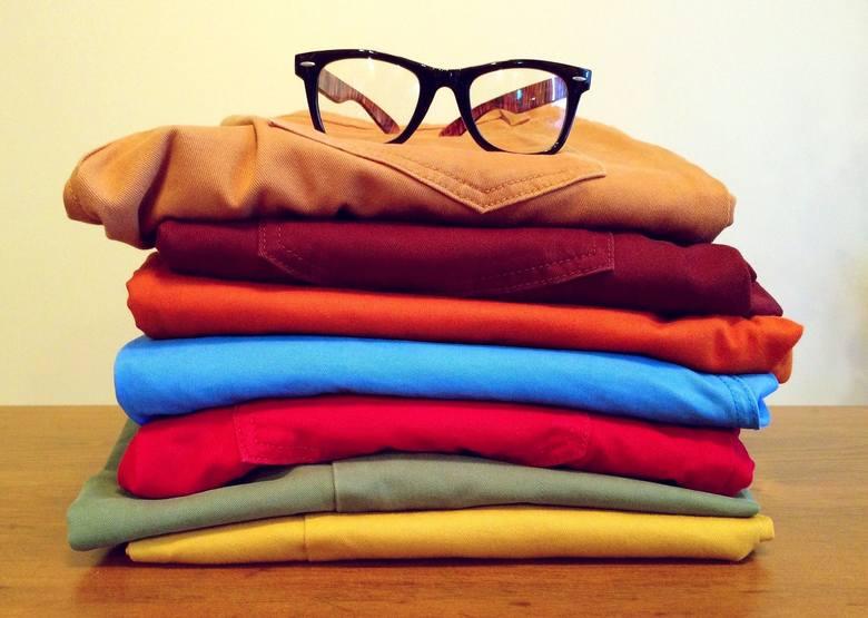 Police: Siedem par spodni męskich wykonanych z różnego materiału i koloru