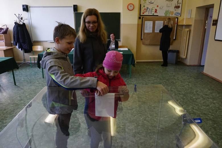 24.03.2019 poznan ww wybory rad osiedli naramowice. glos wielkopolski. fot. waldemar wylegalski/polska press