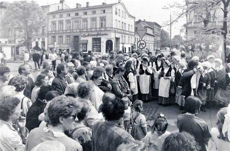 Uroczystości na al. Wojska Polskiego w 1995 roku z okazji zmiany nazwy poprzecznej ul. 22 Lipca na ul. Wileńską