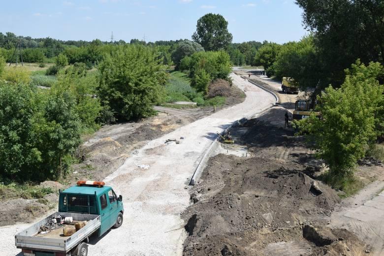 Na odcinku od wiaduktu do ulicy Mostowej wykarczowano zarośla