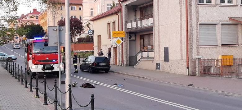 Wypadek na skrzyżowaniu ul. Cetnarskiego i Piłsudskiego w Łańcucie. Cieżko ranny motocyklista [ZDJĘCIA]