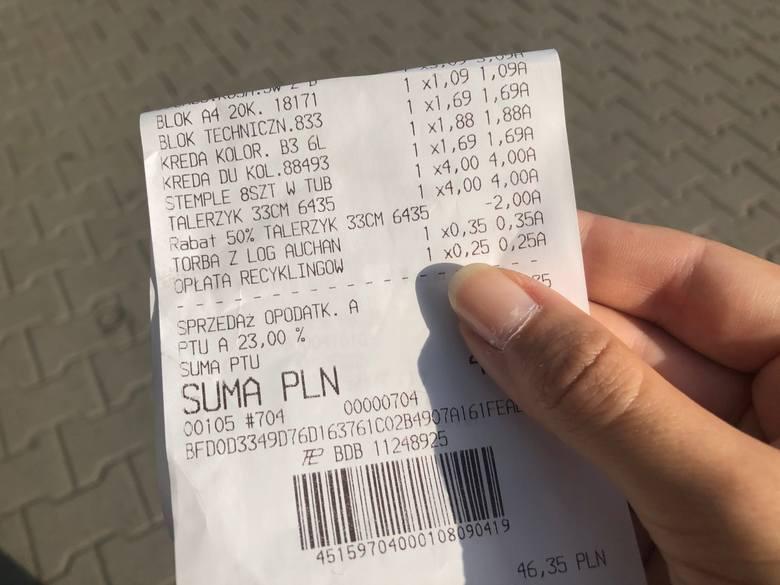 Na przykład, w Auchan opłata recyklingowa jest wbijana na paragon oddzielnie od wartości reklamówki - 35 groszy.