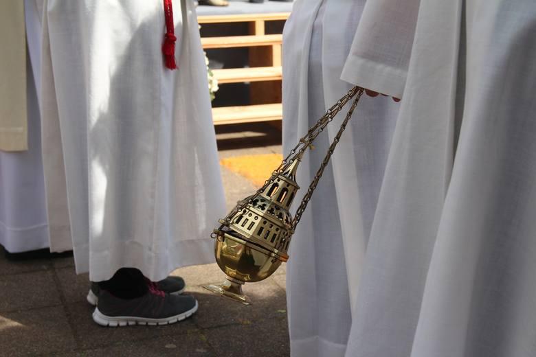 Parafia pod wezwaniem Krzyża Świętego - Łomża - 900 złZestawienie zawiera średni koszt usług w danej parafii na podstawie danych portalu colaska.pl,