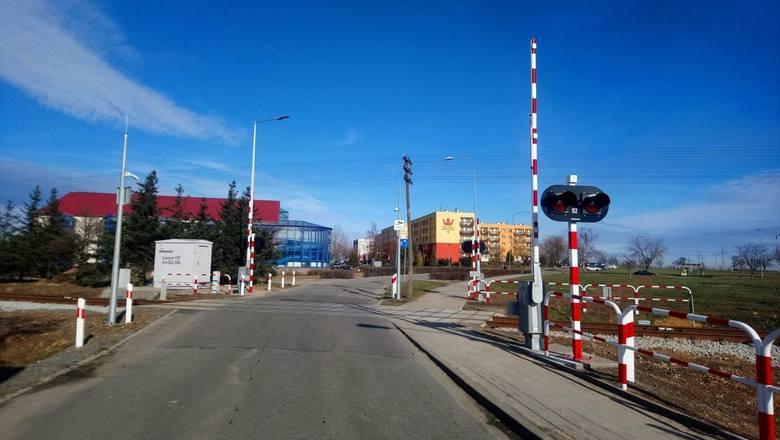 Pijany 24-letni Ukrainiec utknął fordem na torach na skrzyżowaniu ul. Warszawskiej i Borowej w Rzeszowie