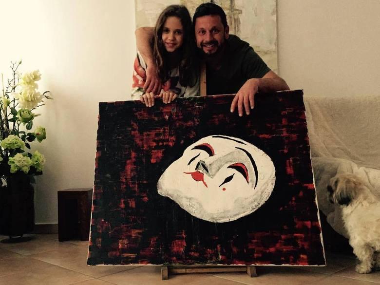 Ernest Konon wraz z córką Zuzanną, która odziedziczyła po nim talent oraz pasję, którą jest malowanie. Były gracz Korony swoje prace często przekazuje kolegom grającym w piłkę nożną<br />