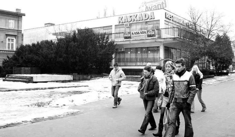 """Bar """"Kaskada"""" był chlubą PRL-owskich władz Bydgoszczy. Szpecił rynek ponad cztery dekady<br />"""