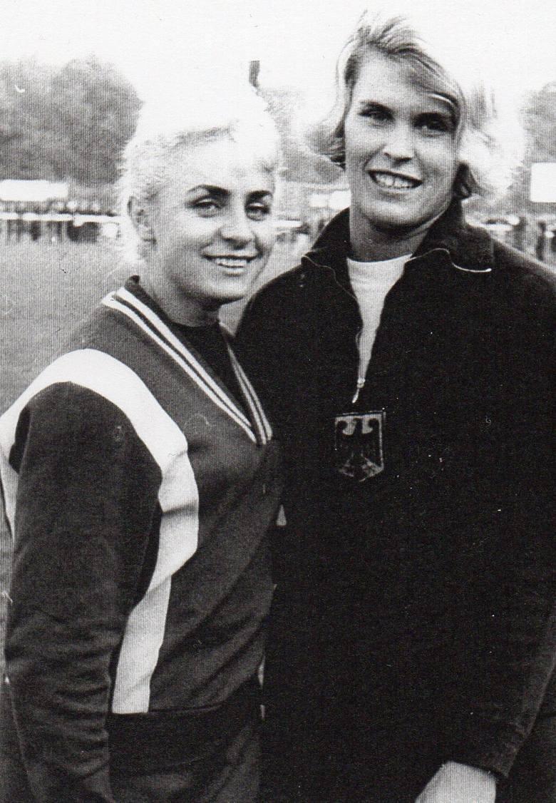 Trzykrotnie startowała w igrzyskach olimpijskich. Zadebiutowała w 1956 roku w Melbourne (na dystansie 100 m, 200 m oraz w sztafecie 4x100 m), ale medal zdobyła w 1960 roku w Rzymie. W finale sztafety 4x100 m wraz z Teresą Ciepły, Celiną Jesionowską i Haliną Górecką zajęła trzecie miejsce (czas 45...